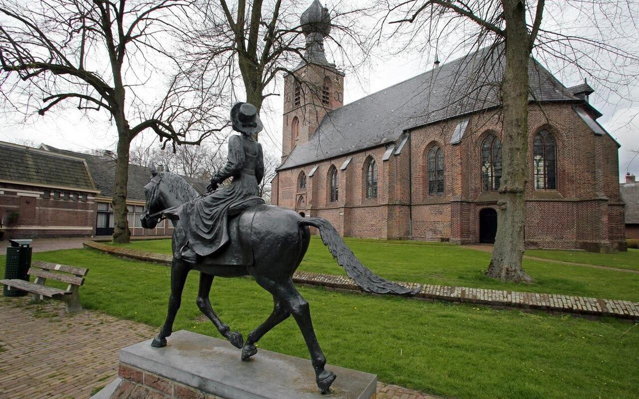 De 'siepelkerk' in Dwingeloo is een juweel van een godshuis in Drenthe.