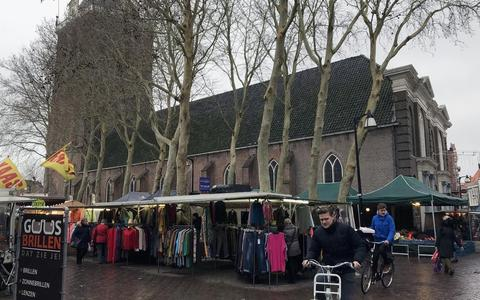 Grote Kerk tijdens markt.