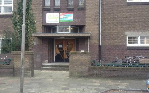 De entree van de voormalige Zuiderschool. Foto: NDC Mediagroep