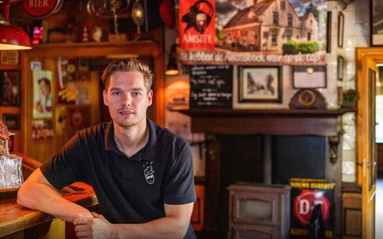 Chris Westerbeek, eigenaar café De Kastelein. Het café waar één van de kinderen van de Ruinerwoldse spookboerderij aanklopte.