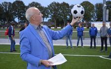 Jan van't Zand opende in september nog de kunstgrasvelden van drie voetbalverenigingen.