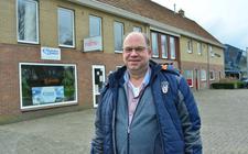 Marcel Kiekebos voor zijn bedrijfspanden die hij wil saneren.