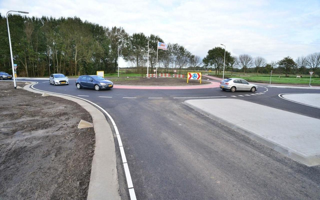 De Dorpsvereniging voorziet problemen wanneer in de toekomst een oostelijke ontsluitingsweg zal aansluiten op de rotonde bij Nieuwveense Landen.