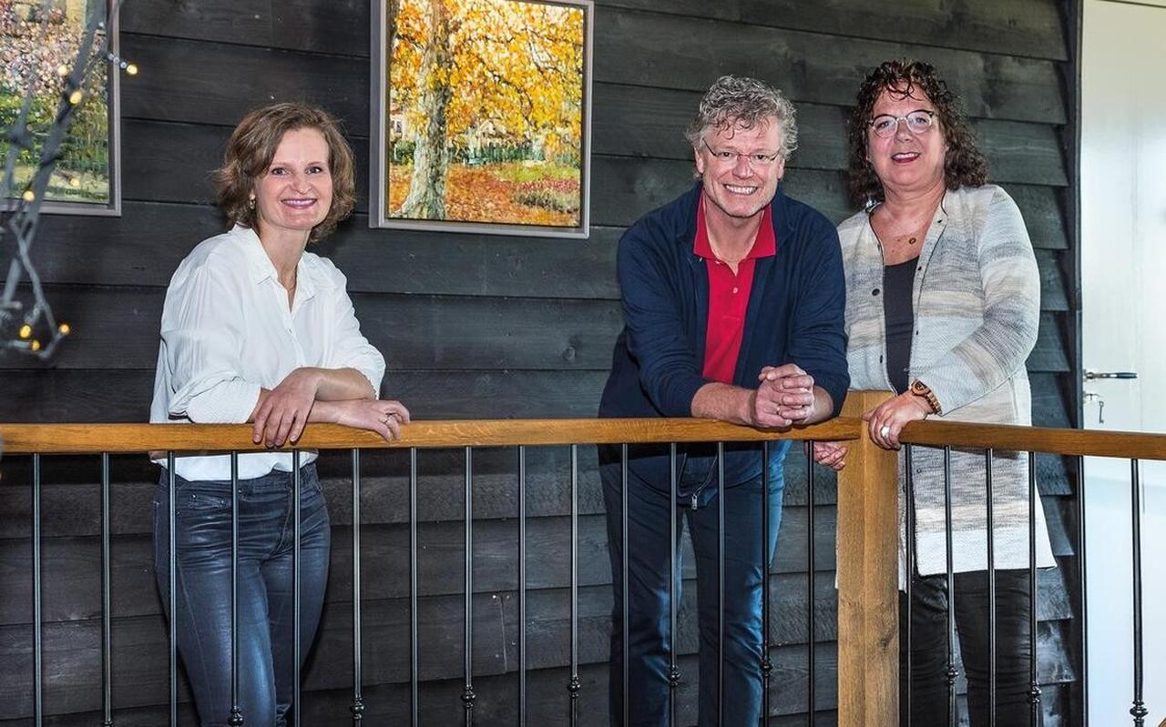Bij De Puurderij hangen werken van Ala Khonikava (l). Ronald en Ciska Hensbergen zijn hier maar wat trots op.