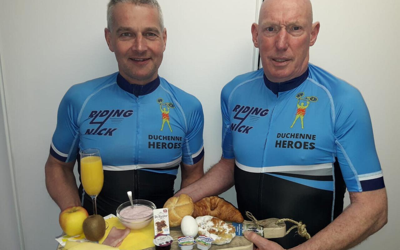 Frans Gerding en Jannes Jonker gaan op eerste paasdag verse ontbijtjes bezorgen. De opbrengst is bestemd voor onderzoek naar de spierziekte Duchenne.