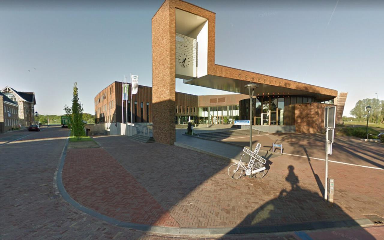 Het voorplein van het gemeentehuis in Dalfsen.