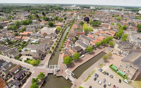 De gemeente Meppel start een onderzoek naar de mogelijkheid om de Prinsengracht door te trekken tot aan de Groenmarkt.