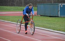 Juliëtte van Brouwershaven traint meestal op de atletiekbaan.