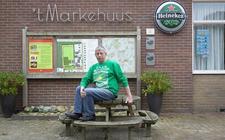 Gerrie Bennink is al meer dan 25 jaar beheerder van dorpshuis 't Markehuus in Veeningen.