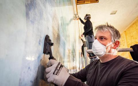 De wandschildering in de aula van het voormalige Stad & Esch Zuideinde gaat verhuizen naar Ezinge.
