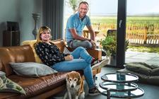 Erwin Kuik en Ivonne Zwiers genieten volop van het uitzicht in Nieuwveense Landen.