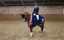 Meike de Jong kroonde zich tot Drents kampioen in de klasse M1 dressuur.