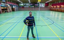 Normaal bruist sporthal De Eendracht in Nijeveen bij thuisduels van DOS'46, maar dit seizoen moet de club van voorzitter Haralt Lucas het doen zonder publiek.