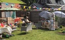 Begin augustus hielden zes buren een eigen rommelmarkt.