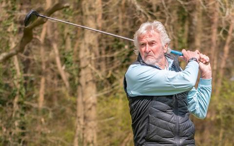 """Johan Zandstra is tegenwoordig veel op de golfbaan in zijn woonplaats Havelte te vinden: """"Ik volg het voetbal nog wel, maar wel wat meer op afstand. Golfen is namelijk een geweldige vrijetijdsbesteding."""""""