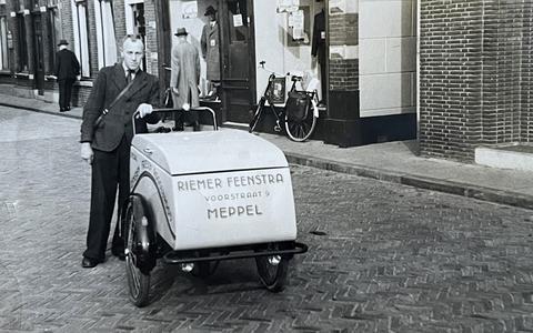 Vader Riemer Feenstra op de bakkerskar.
