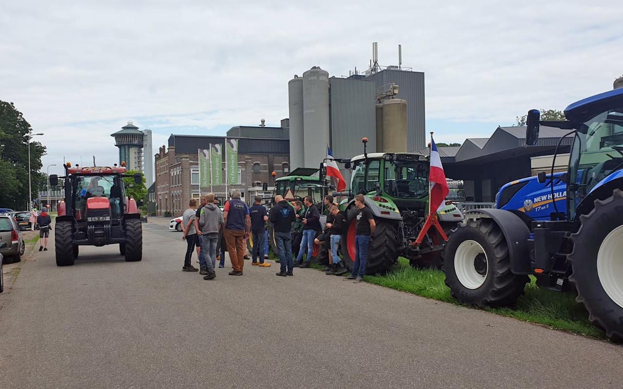 Staphorster boeren verzamelen zich bij De Lichtmis voor een tocht naar Zwolle.