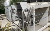 De koelinstallatie bij de biomassacentrale in de Nieuwveense Landen in Meppel.