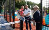 Wethouder Van Dijk opent padelbanen bij TC Suthwalda: 'Het loopt als een tierelier'