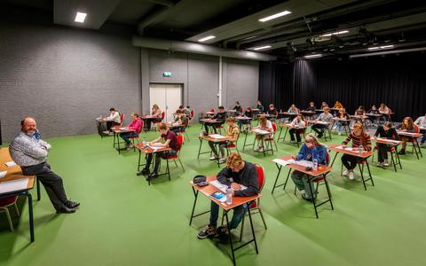 Leerlingen van Stad & Esch Diever maken alvast een proefexamen.