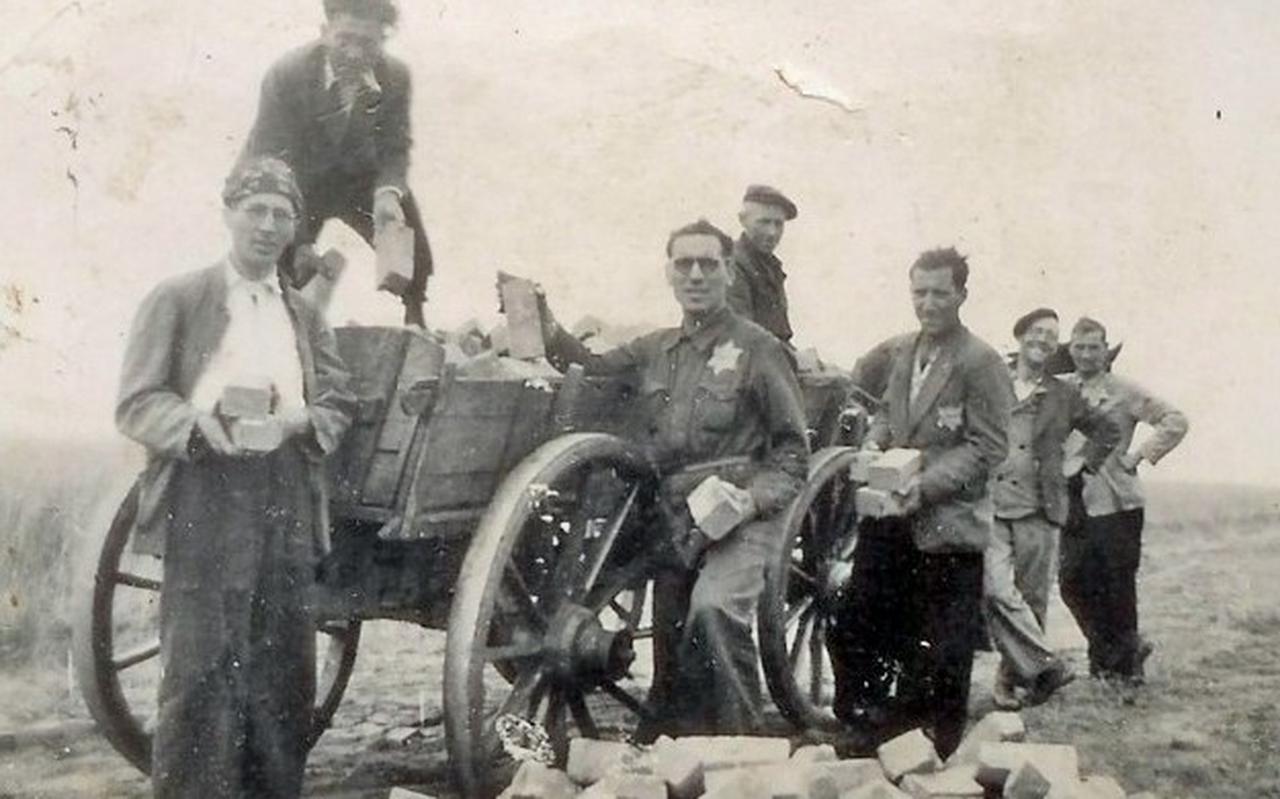 Joodse dwangarbeiders die in 1942 verbleven in kamp Conrad in Rouveen.