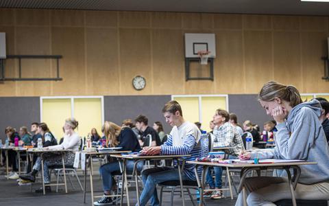 Examenleerlingen van RSG Tromp Meesters zaten er maandag klaar voor. Om 13:30 uur stipt begon hun eerste examen.