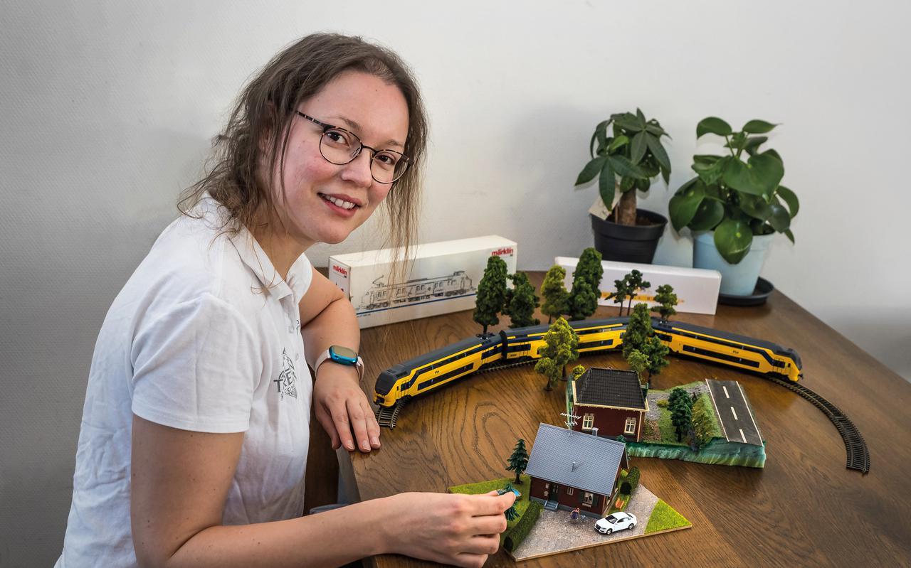 Simone Pleizier uit Meppel doet mee aan televisieprogramma De Grote Kleine Treinencompetitie.