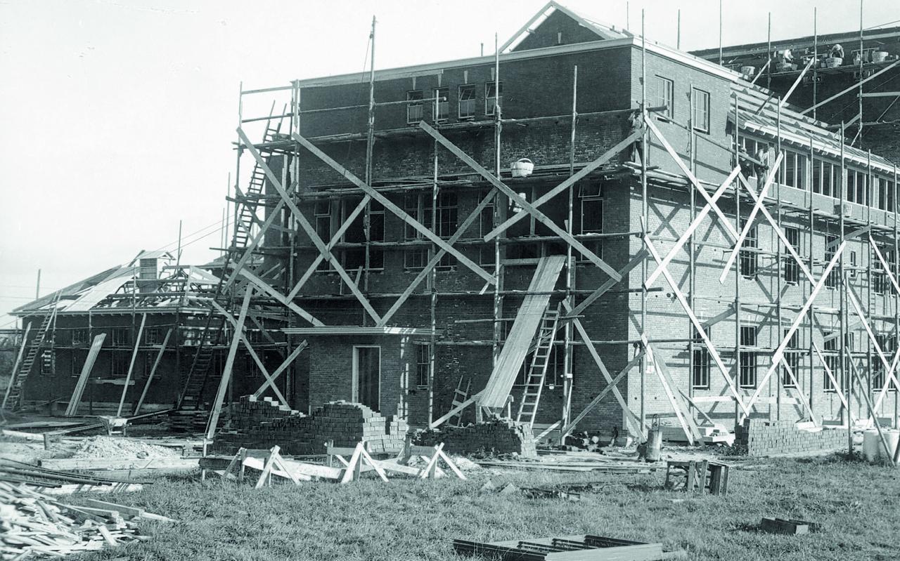 De bouw van het Diaconessenhuis in de jaren dertig van de vorige eeuw.