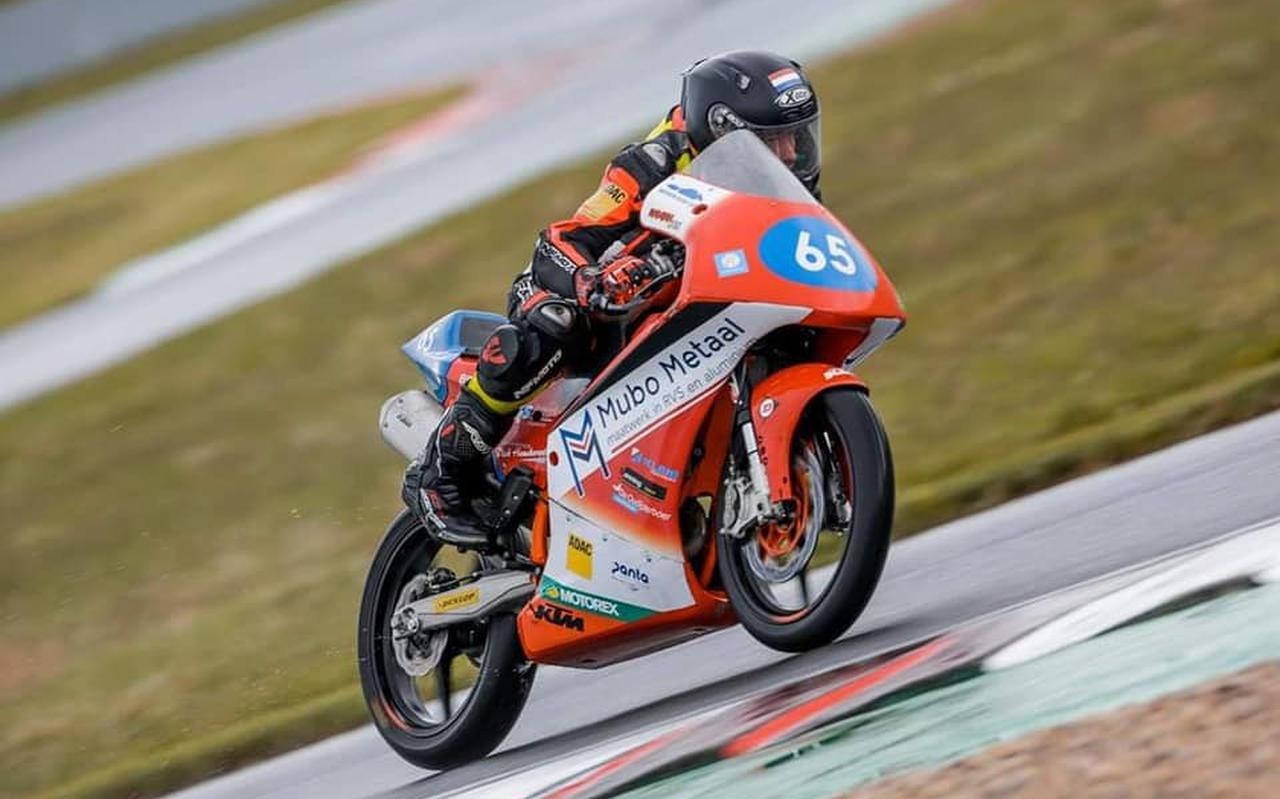 Damian Boessenkool uit Staphorst in actie, op het circuit van het Duitse Oschersleben.