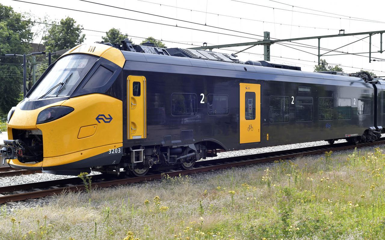 De Intercity Nieuwe Generatie (ICNG) stopte nog voor station Meppel en reed daarna terug.