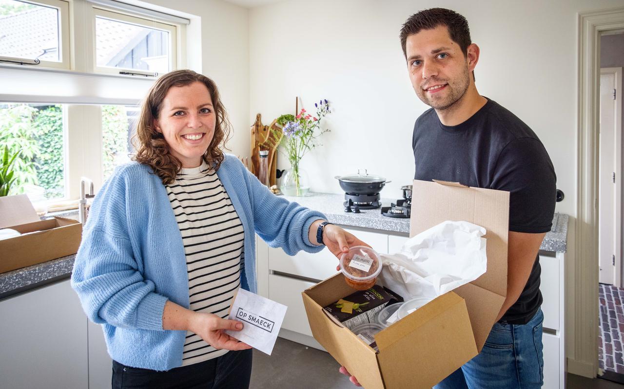 Paula Veldman en Bart-Jan Winters besteden veel zorg aan een smaakvolle verpakking.