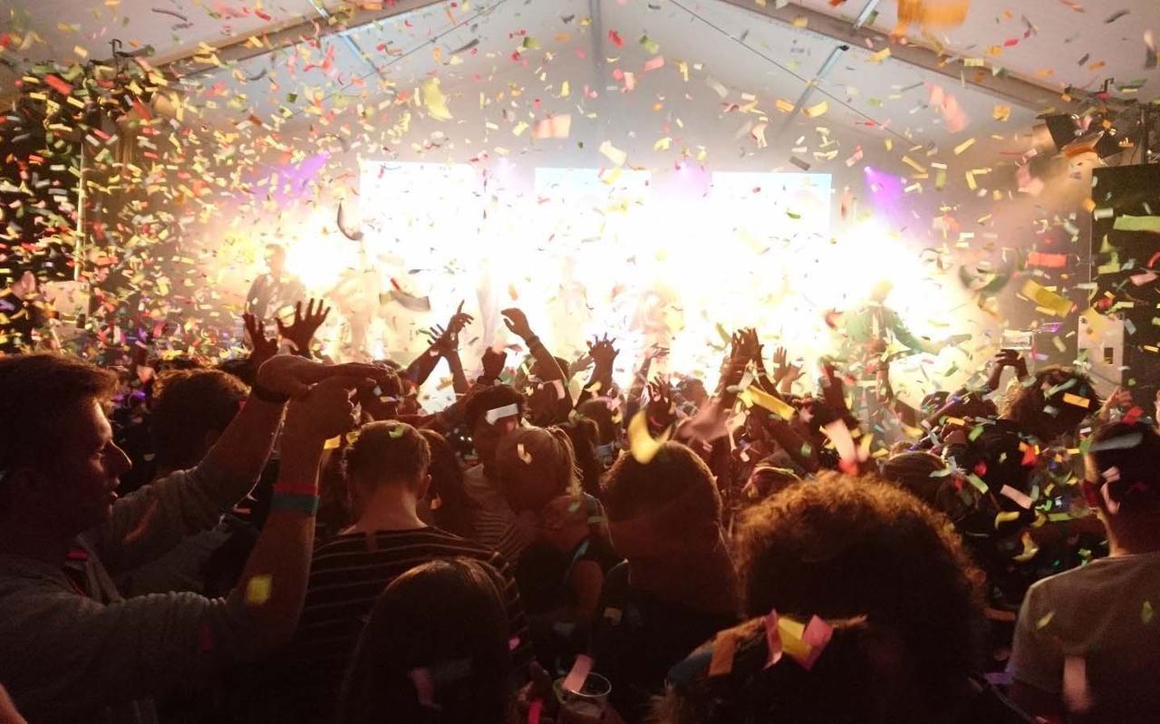 Ook dit jaar geen feestende menigte in de feesttent in Wapse.