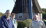 Van links naar rechts Jan Mansier, Elly van Schaik en Guus van Dam. Ze zijn bang voor de toekomst van hun molen De Zaandplatte.