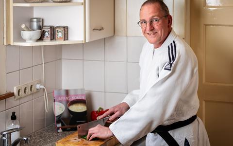 Judoleraar (Sensei) Jan Nip houdt ook van lekker eten koken, vooral Japans.