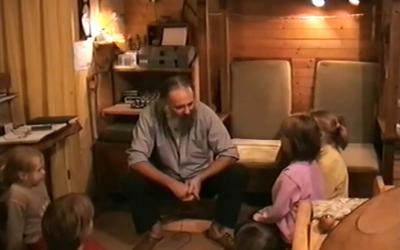 Gerrit Jan van D. praat in 1999 tegen zijn vier oudste kinderen.