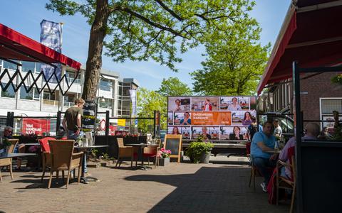 Een vrachtwagen met beeldschermen reed vanmiddag door het centrum van Meppel om inwoners te bedanken voor hun doorzettingsvermogen.