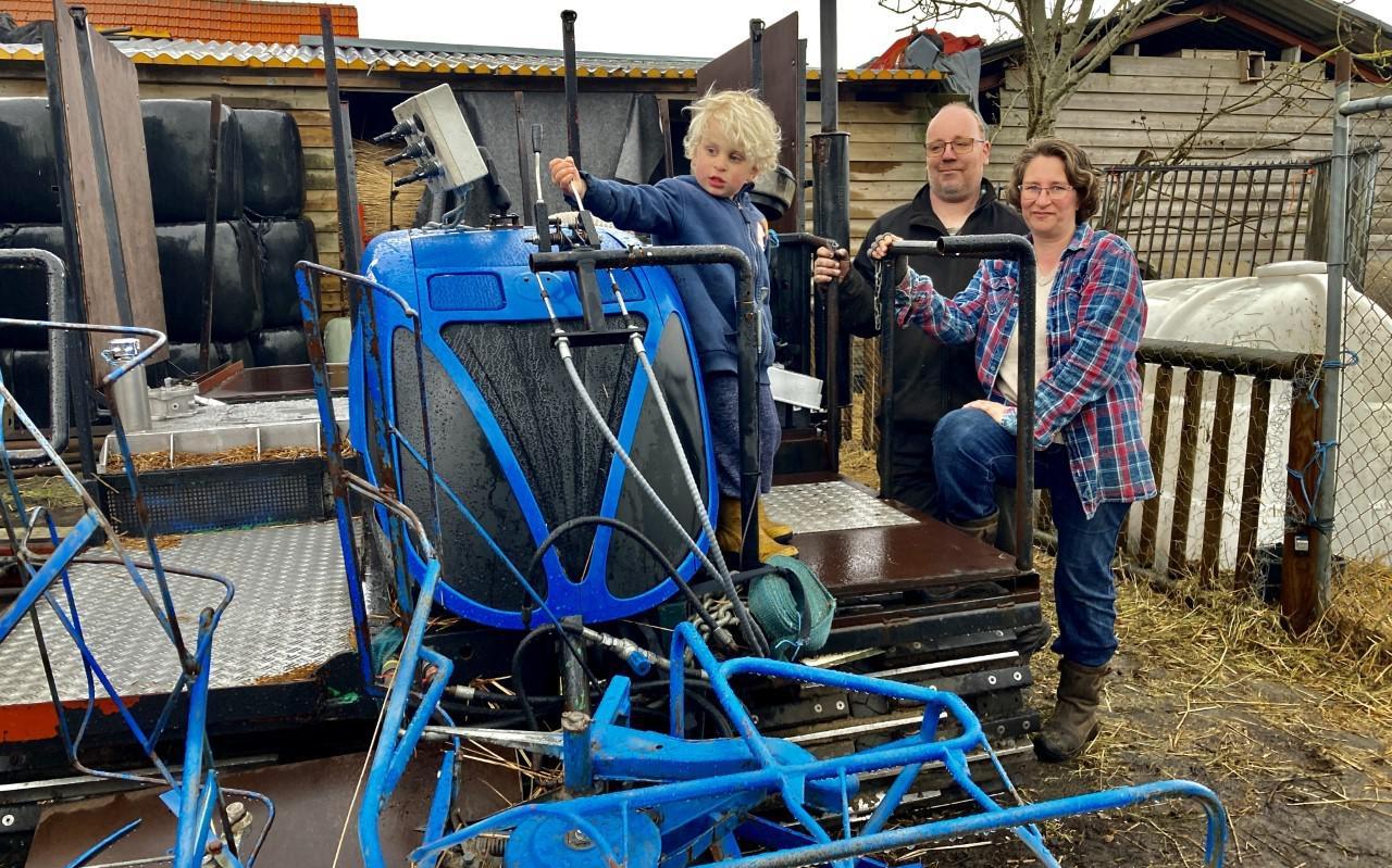 Johan en Yfke de Dood: blij met deze machine waarmee ze op lastig begaanbare plekken konden komen.