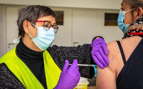 Vaccineren tegen corona in de Buuzepolle.