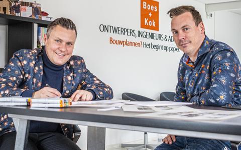 Dirk-Jan Boes (l) en Melvin Kok in hun kantoor aan de Gasthuisstraat in Vollenhove.
